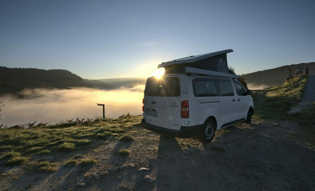 lever de soleil sur le van à la Ribeira Sacra