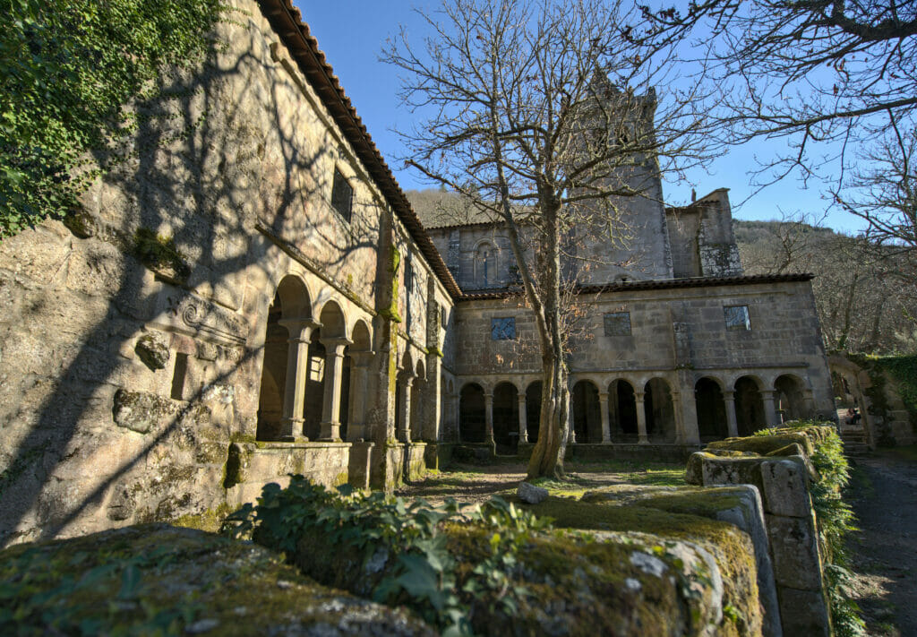 la magnifiue façade extérieurs du monastère de Santa Cristina