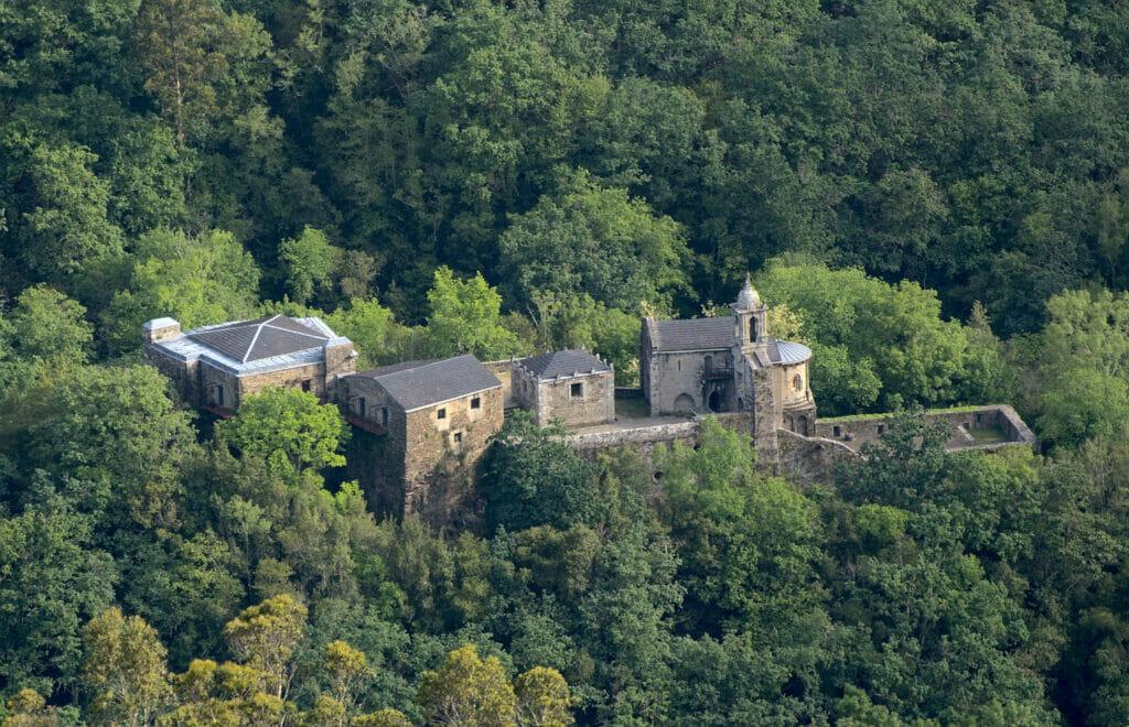 vue sur le monastère de Caaveiro depuis le mirador