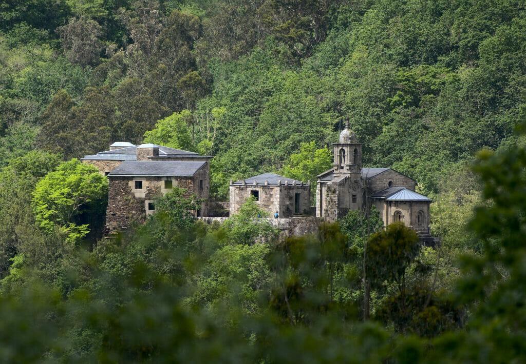 monastère de Caaveiro depuis le sentier A Ventureira