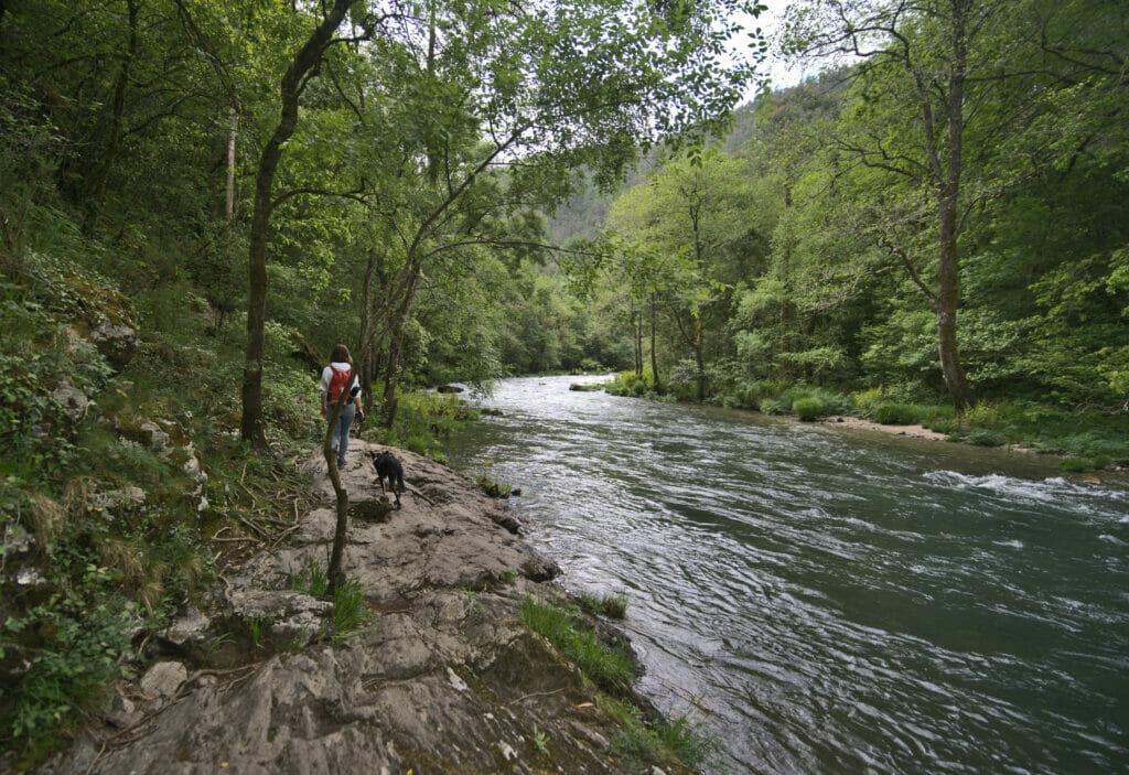 le sentier os encomendeiros le long de la rivière Eume