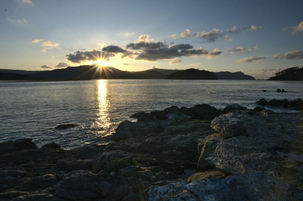 coucher de soleil sur la ria d'Ortigueira dans le nord de la Galice
