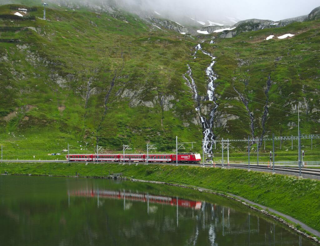 chemins de fer rhétiques au col de l'Oberalp
