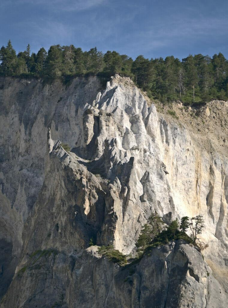 les falaises des gorges du Rhin