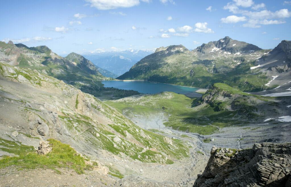 lac de Salanfe en descendant depuis le col de Susanfe